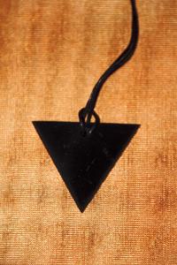 Pendente triangolare femminile Shungite