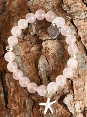 Bracciale in quarzo rosa con stella marina, cuore e distanziali in argento 925