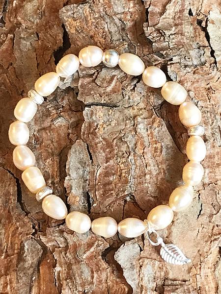 Bracciale in perle di fiume con ala e distanziali in argento 925
