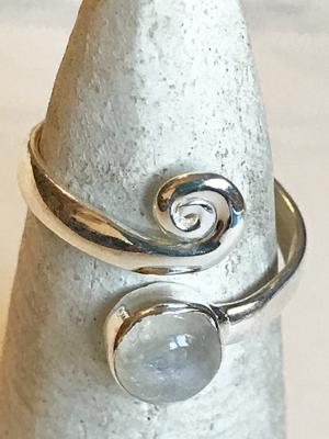 Anello con pietra di luna in argento 925