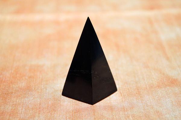 Piramide isoscele quadrata