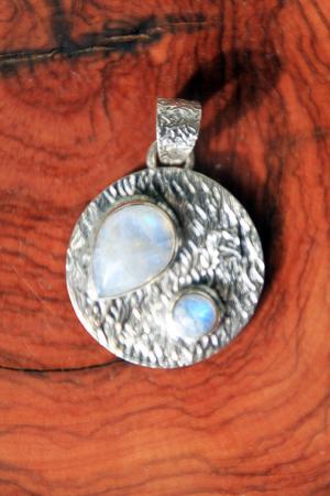 Ciondolo pietra di luna medaglia con montatura in argento 925